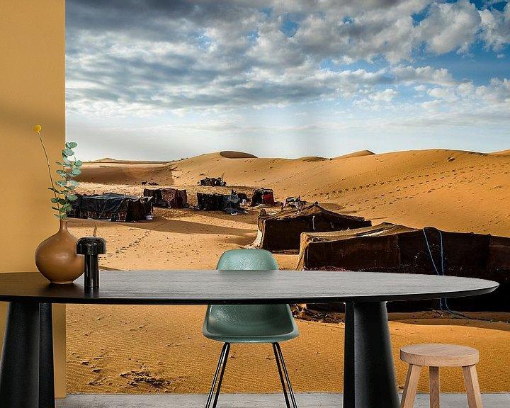 Sfeerimpressie behang: Nomadenkamp van Peter Vruggink