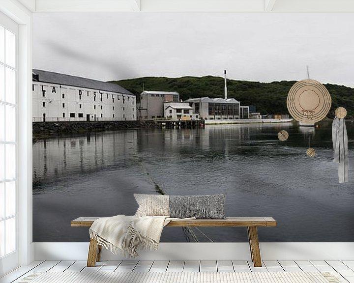 Sfeerimpressie behang: Caol Ila distillery van Jasper van der Meij