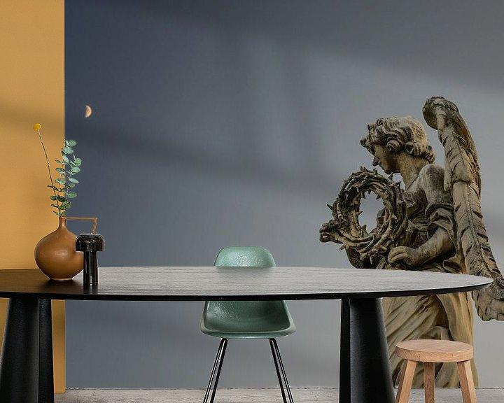 Sfeerimpressie behang: Doornenkroon en de maan van Sjoerd Mouissie