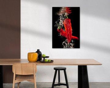 Rode paprika's onder water van Huub Keulers
