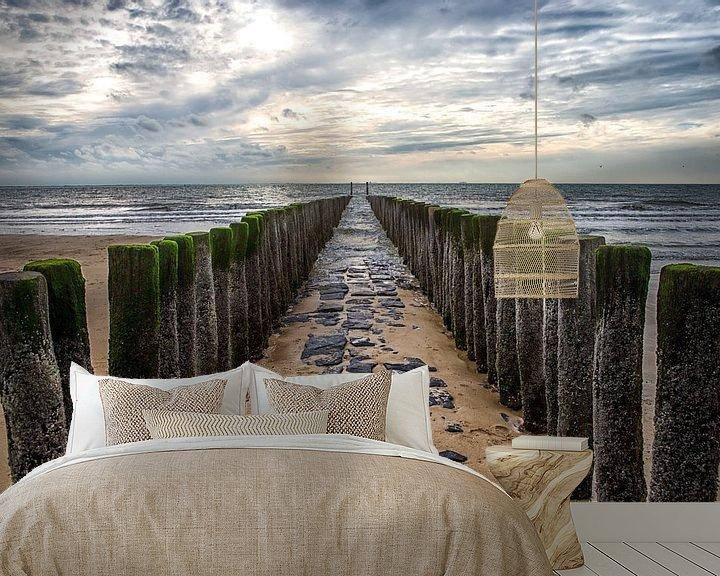 Sfeerimpressie behang: Golfbreker op het strand van de zeeuwse kust bij Dishoek. Wout Kok One2expose van Wout Kok