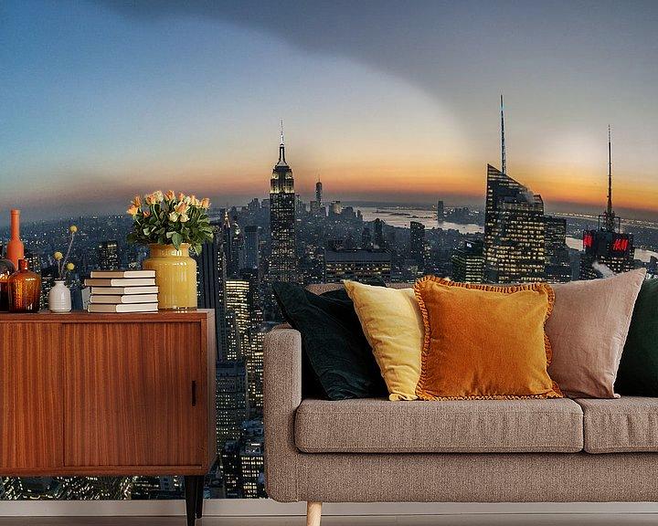 Sfeerimpressie behang: Manhattan na zonsondergang van Joran Maaswinkel