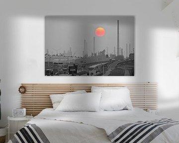 Shell Rotterdam met ondergaande zon van Anton de Zeeuw
