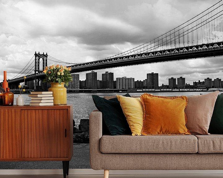 Sfeerimpressie behang: new york city ... manhattan bridge I van Meleah Fotografie