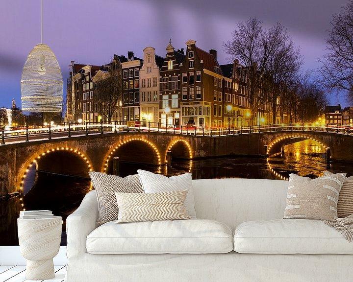 Sfeerimpressie behang: Keizersgracht Amsterdam in de avond van Dennis van de Water