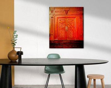 The big red door van Tonny Visser-Vink