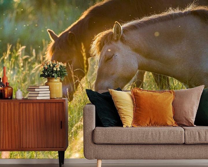 Sfeerimpressie behang: Twee lieve paarden van Bastiaan Schuit