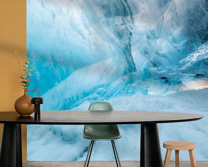 Sfeerimpressie behang: IJsgrot in gletsjer van Prachtt