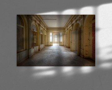 Schönes Licht in verlassener Villa von Roman Robroek