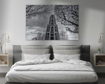 Domtoren Utrecht vanaf het Domplein op een zonnige dag - zwart-wit van Tux Photography