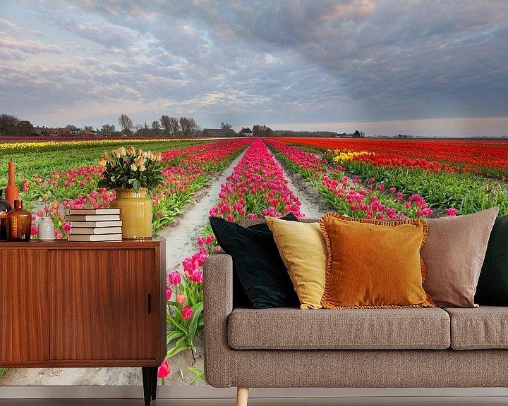 Sfeerimpressie behang: Bollenveld in Groningen van Ron Buist