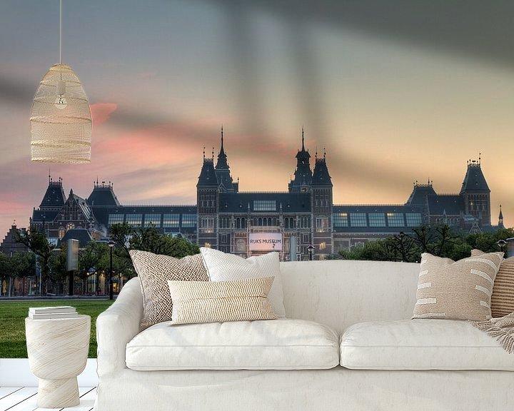 Sfeerimpressie behang: Rijksmuseum zonsopkomst Amsterdam van Dennis van de Water