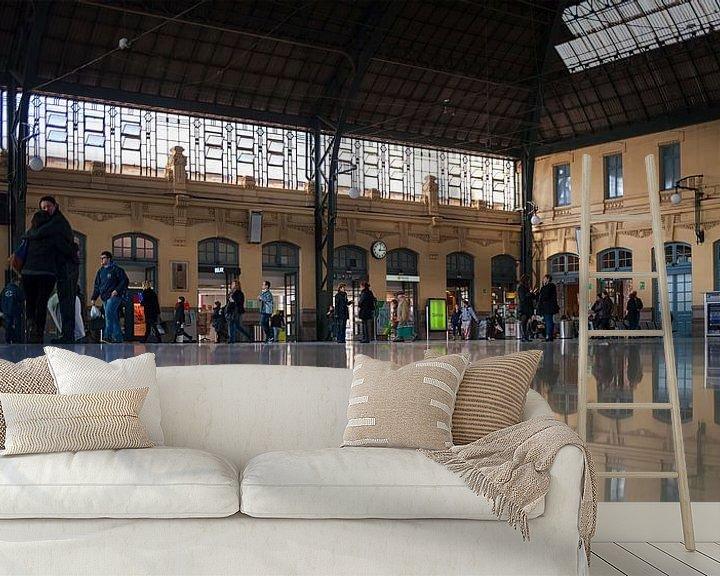 Sfeerimpressie behang: Station València-Nord van Rob van der Teen