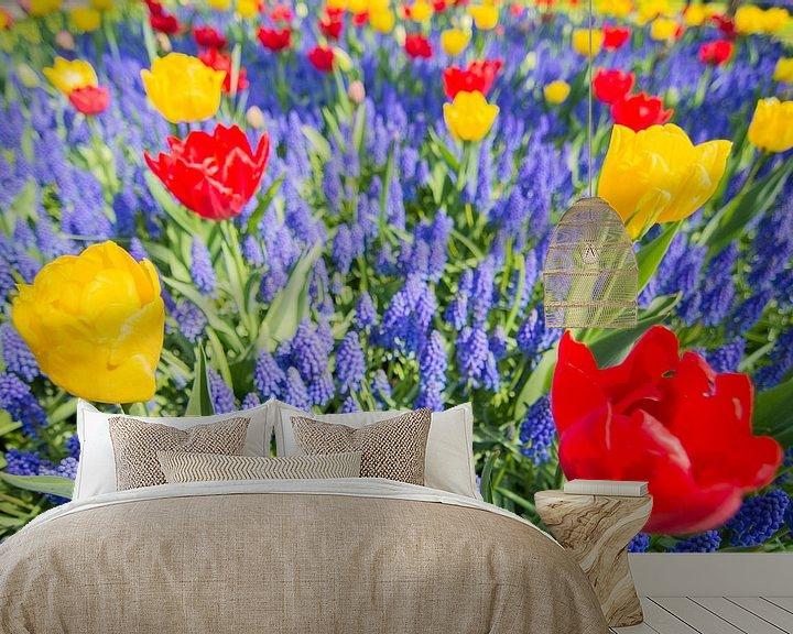 Sfeerimpressie behang: Red and yellow tulips van Jelmer Jeuring