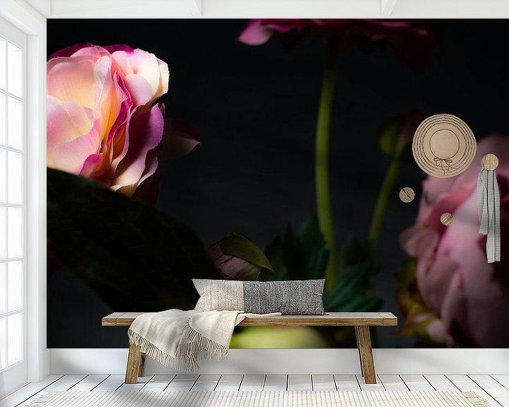 Sfeerimpressie behang: Kunstmatige schoonheid 1 van Christian Reijnoudt