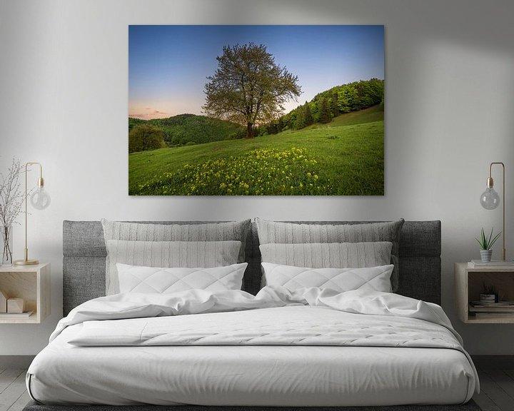 Sfeerimpressie: Sunset Tree 1 van Peter Oslanec
