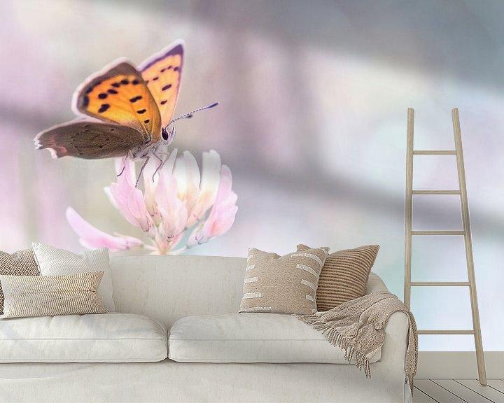 Sfeerimpressie behang: Hope is the thing with feathers van Bob Daalder