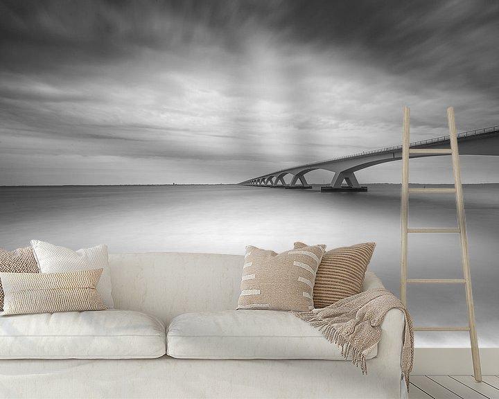Sfeerimpressie behang: Zeelandbrug in zwart-wit van Tom Roeleveld