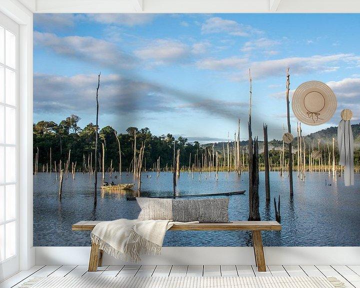 Sfeerimpressie behang: Brokopondo stuwmeer met zicht op Brownsberg van Ton de Koning