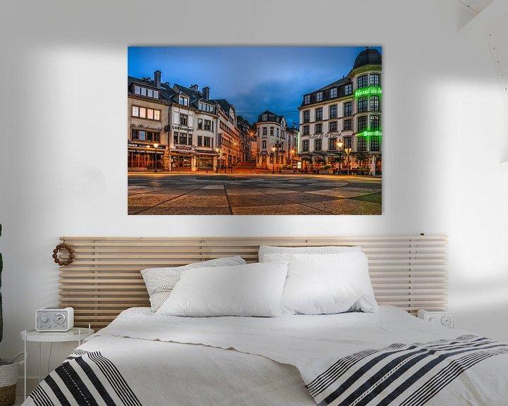 Sfeerimpressie: Bouillon by night: Place Saint-Arnould van Frans Blok