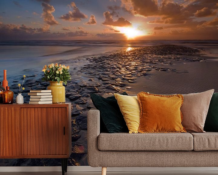Sfeerimpressie behang: Zonsondergang op de Noordzee van Mark Scheper