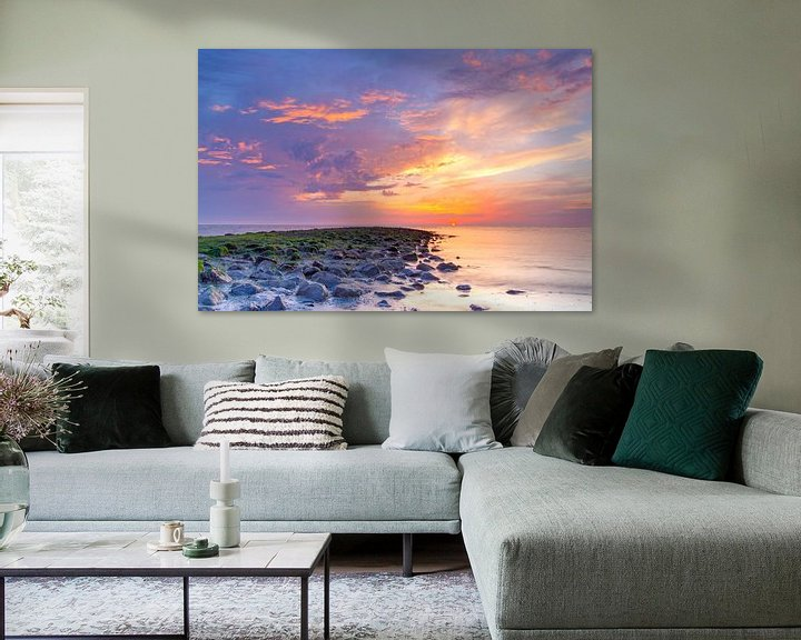 Sfeerimpressie: Zonsondergang Noordzee met strekdam van Mark Scheper
