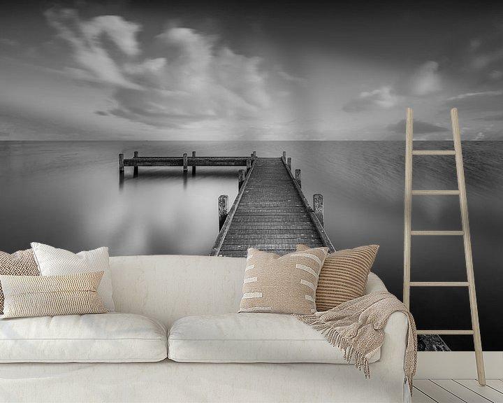 Sfeerimpressie behang: Steiger in Zwart-Wit van Martin Bredewold