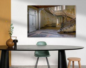 Verlaten Trap in Villa. van Roman Robroek