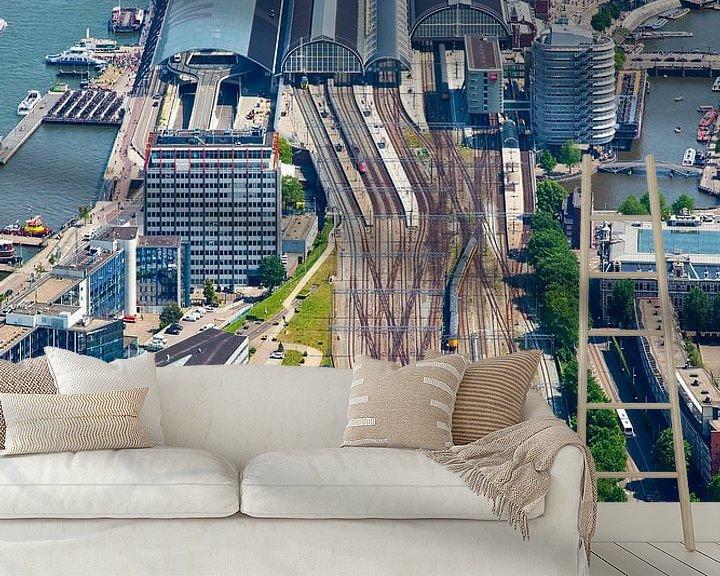 Sfeerimpressie behang: Sporen Amsterdam Centraal Station vanuit de lucht gezien van Anton de Zeeuw