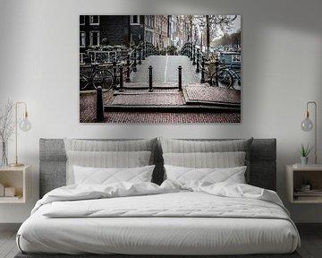 Bruggetje over de grachten (Amsterdam) van H Verdurmen