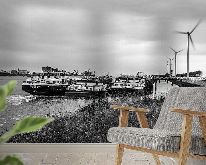 Sfeerimpressie behang: Windmolens in de haven van Ton de Koning