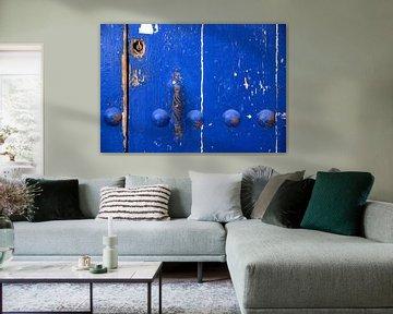 Verweerde blauwe deur van Artstudio1622