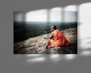 Boeddhistische Monnik, uitzicht Pidurangala-rots, Sigiriya, Sri Lanka von Roel Janssen
