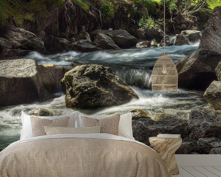 Sfeerimpressie behang: Slowmotion water van Martin Van der Pluym