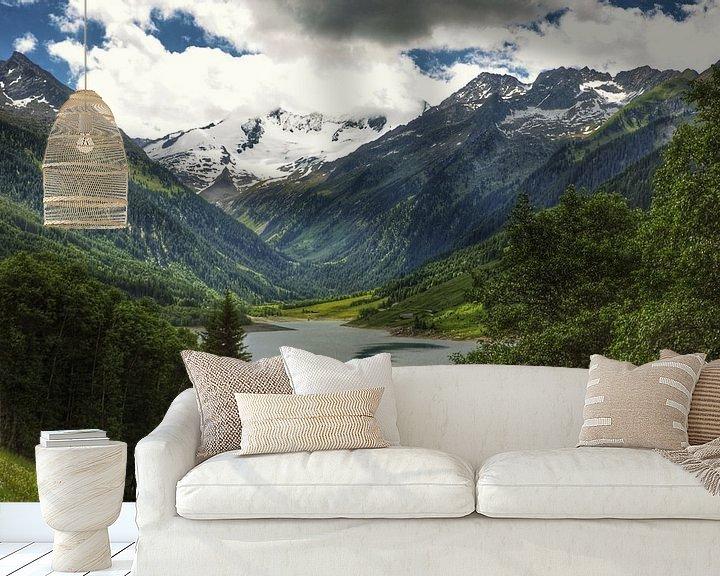 Sfeerimpressie behang: Uitzicht Tirol van Martin Van der Pluym