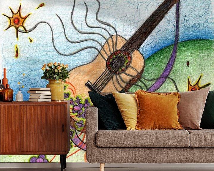 Sfeerimpressie behang: Kleurrijke fantasie tekening van een spaanse gitaar van Gabi Gaasenbeek