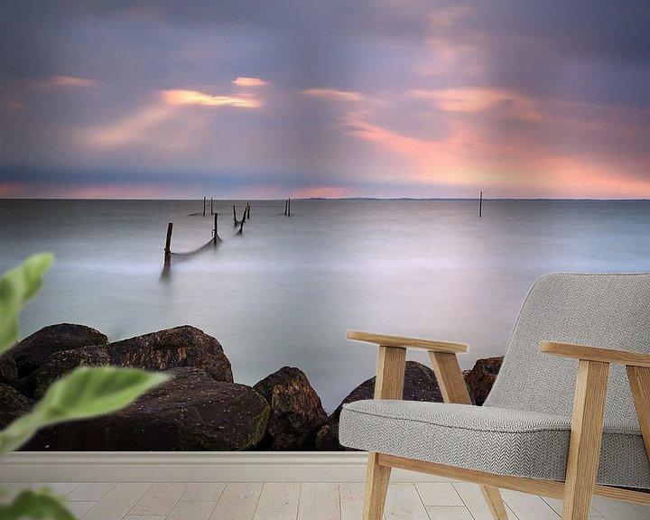 Sfeerimpressie behang: Visnetten in een onweersbui van Mark Scheper