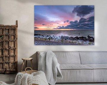 Stormachtig IJsselmeer na zonsondergang van Mark Scheper