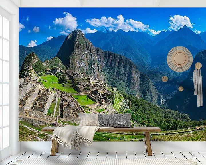 Sfeerimpressie behang: Urubamba rivier in het dal naast Machu Picchu, Peru van Rietje Bulthuis