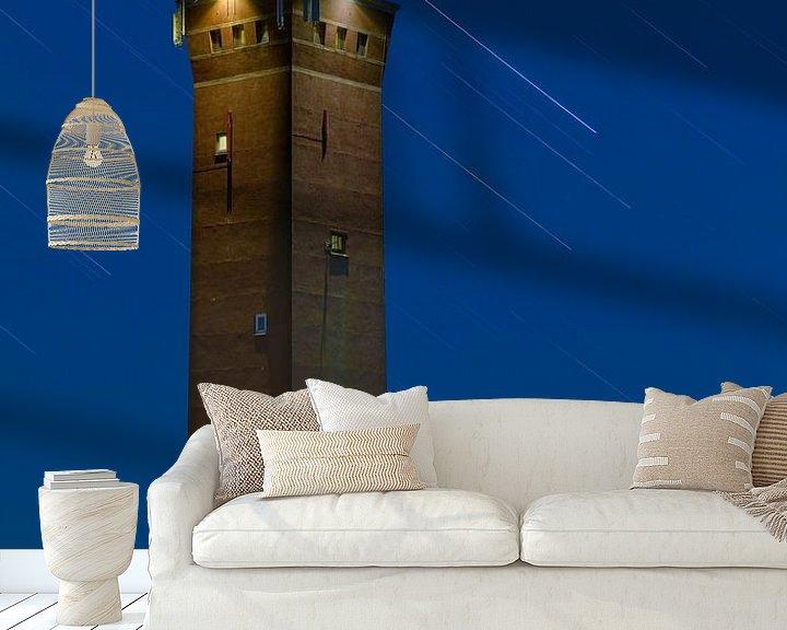 Sfeerimpressie behang: Nachtfoto Vuurtoren Ouddorp van Anton de Zeeuw