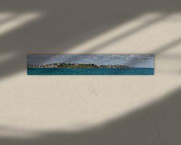 Panorama uitzicht op Dinard (France) van de pier in Saint-Malo van Ardi Mulder