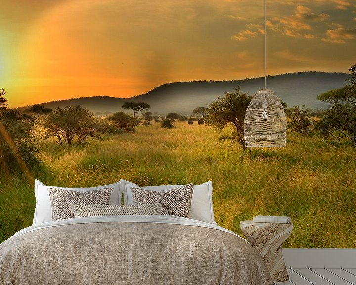 Sfeerimpressie behang: Zonsondergang in de Serengeti, Afrika van Jorien Melsen Loos