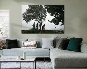 Silhouette von vier Wanderer bei anwesend schlechtes Wetter sur Gert van Santen