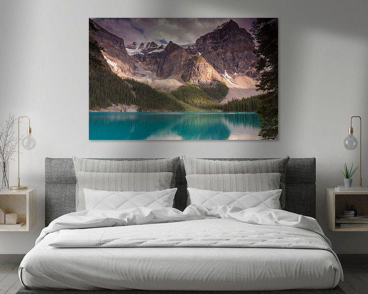 Sfeerimpressie: Moraine Lake van Ilya Korzelius