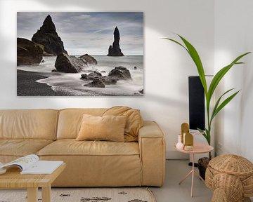 Zwarte Strand met Rotsnaalden van Edwin van Wijk