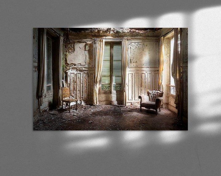 Sfeerimpressie: Stralen in Verlaten Woning. van Roman Robroek