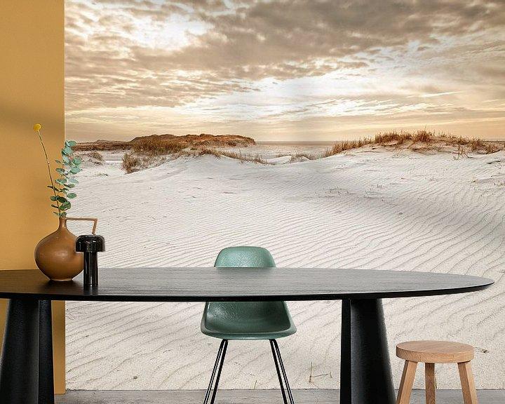 Sfeerimpressie behang: Dunes in the evening light van Dirk Thoms