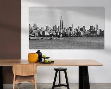 New York skyline met de Empire State Building (zwart wit) van Be More Outdoor