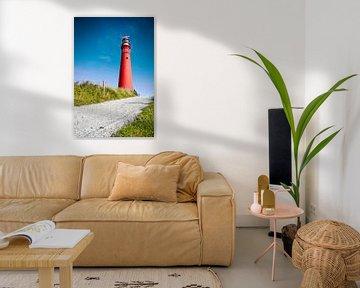 Roter Leuchtturm und tiefblauer Himmel sur Jan Brons