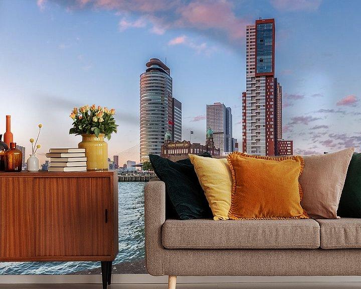 Sfeerimpressie behang: Skyline Rotterdam  achter bolders van Prachtig Rotterdam